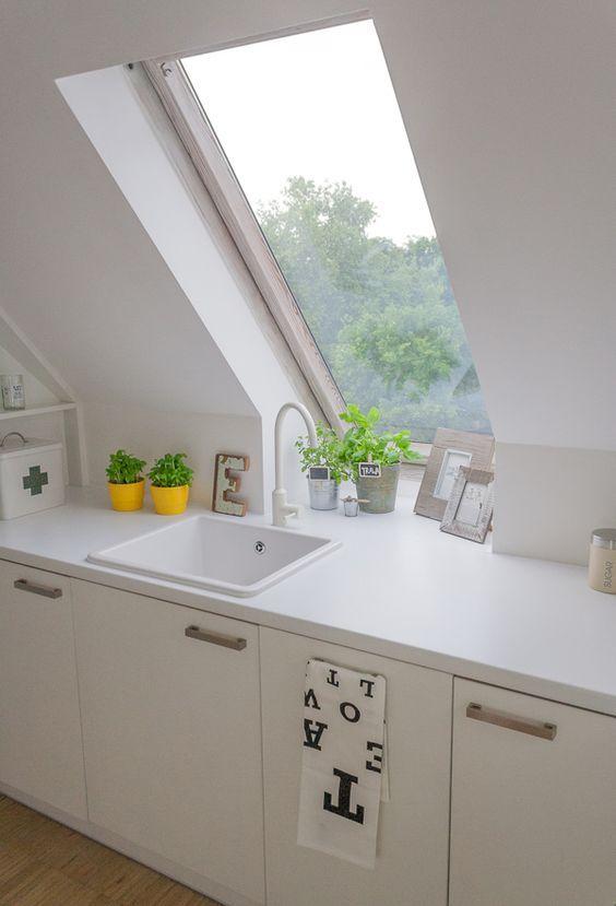kleine-kuche-arbeitsplatte-mansarde-dachfenster