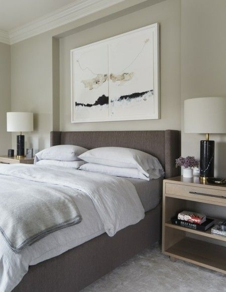 modernes-schlafzimmer-kopfbrett-gepolstert-stilvolle-leuchte