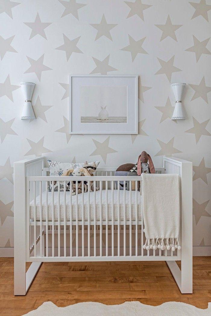 praktisches-babybett-in-weis-babyzimmer-gestalten