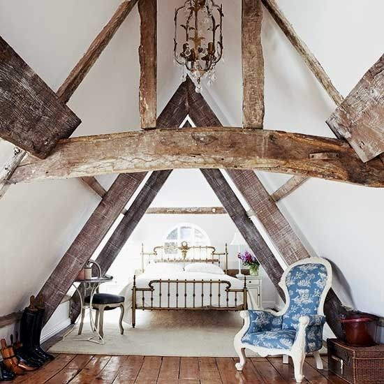 robuste-balken-schlafzimmer-dachgeschoss-einrichten