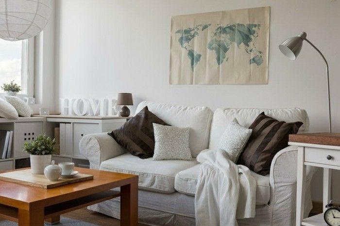 schones-weises-sofa-modell-mit-dekokissen
