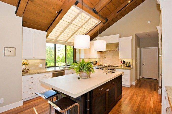 skylight-dachfenster-praktische-kuche-kucheninsel-holzboden