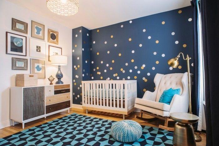 stilvolles-babyzimmer-dunkle-wandgestaltung-weises-babybett