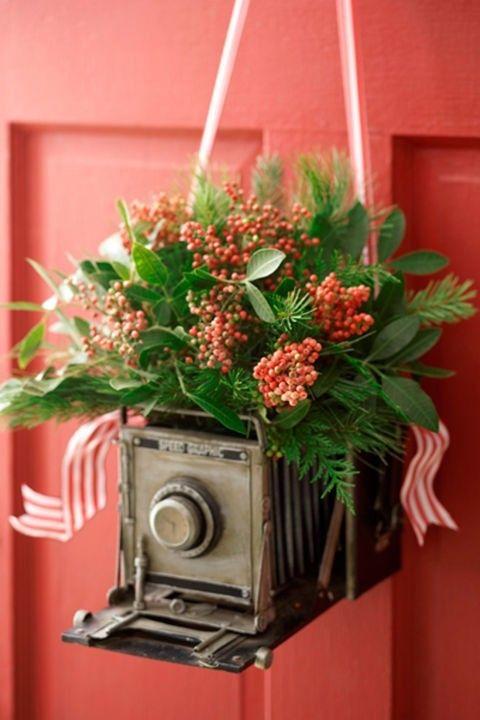 deko-tur-rot-antike-kamera-blumen