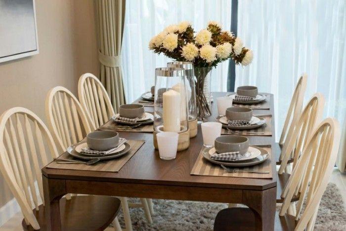 Eleganter Esstisch Und Komfortable Stuhle Im Modernen Zuhause