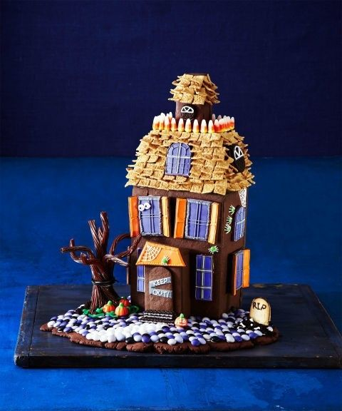 geisterhaus-aus-platzchen-und-schokolade
