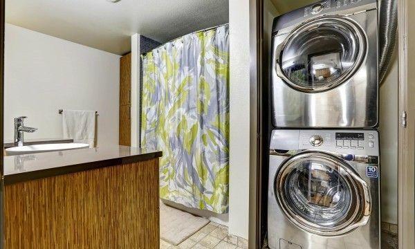 geraumiges-bad-mit-waschbereich