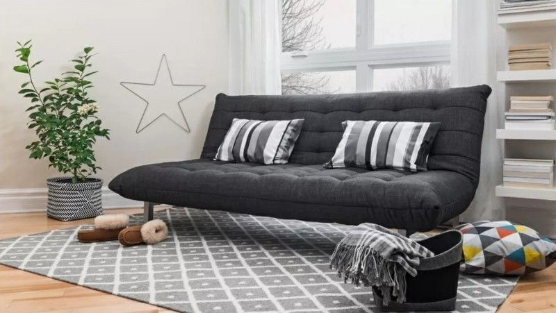 groses-wohnzimmer-in-modernen-farben-gestaltet