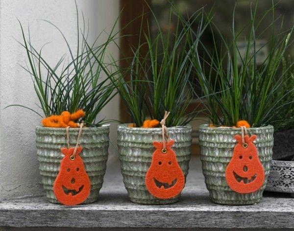 Herbstdekoration zuhause for Schwarze blumentopfe