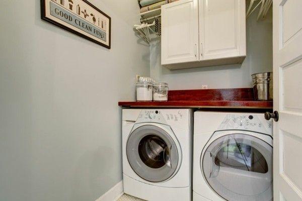 kleine-praktische-waschkuche-in-der-nische