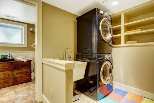 kleiner-waschbereich-im-bad-moderne-waschgerate-aus-edelstahl