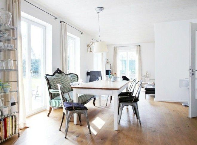 landhaus-esszimmer-ideen-mit-weisen-wanden-braunem-holzboden