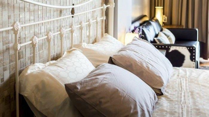 modernes-schlafzimmerinterieur-mit-vintage-mobeln
