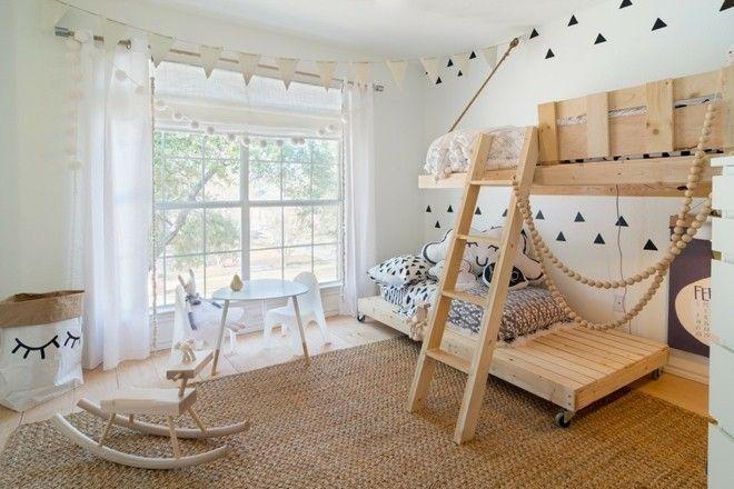 neutrale-skandinavische-kinderzimmer-mit-schlafplatz
