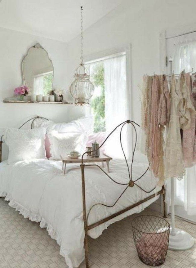 Romantisches Schlafzimmer In Hellen Farben