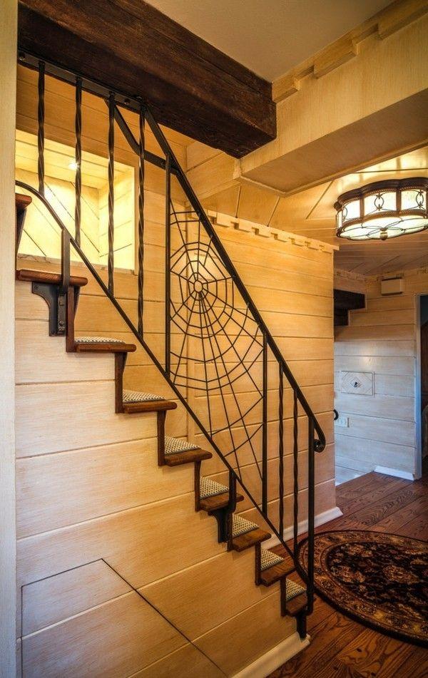 stilmix-treppenhauser-mit-holz-halloween-deko-ideen