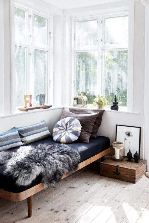 tagesbett-wohnzimmer-deko-kissen