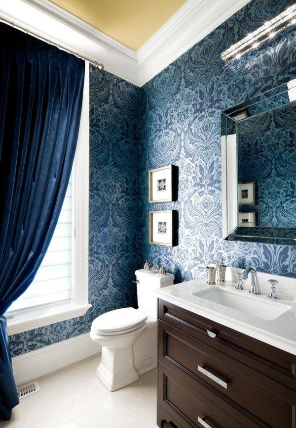 tapeten-im-damask-design-in-marineblau-und-weis