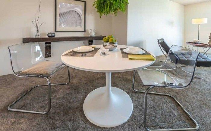trendy-gestaltete-essecke-und-luxurios-eingerichtetes-wohnzimmer