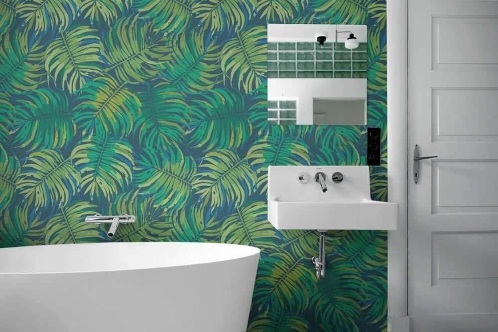 tropische-motive-wand-im-badezimmer