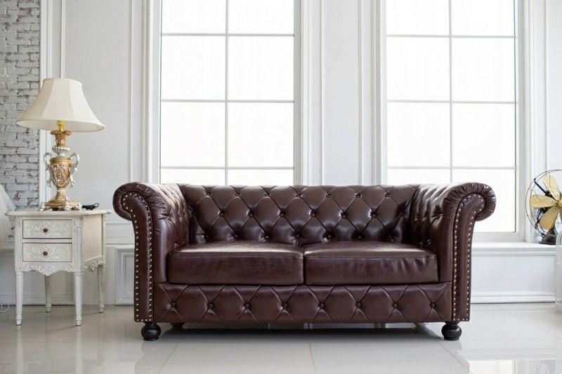 vintage-style-interieur-ledersofa-im-hellen-raum