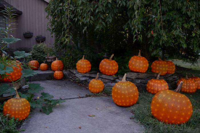 zart-leuchtende-kurbisse-kurbis-deko-fur-halloween