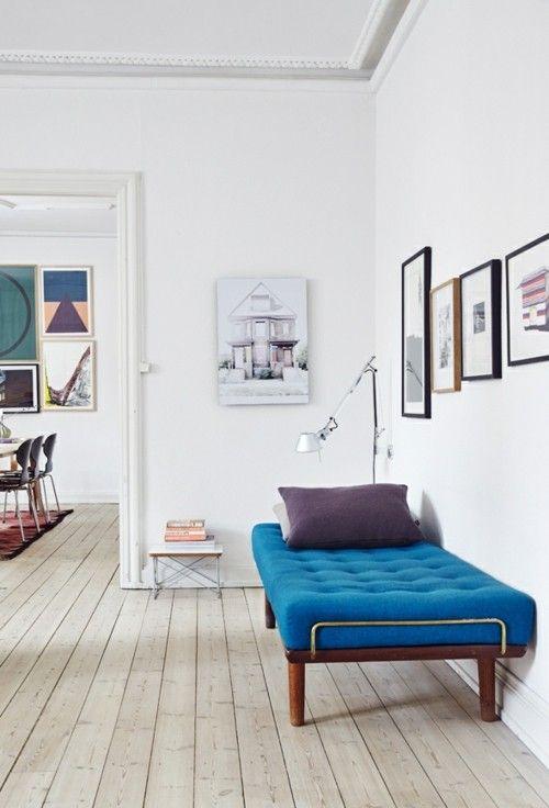 minimalistisch-eingerichteten-wohnzimmer-sofa