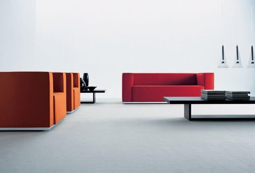 weises-wand-wohnzimmer-minimalismus-sofa