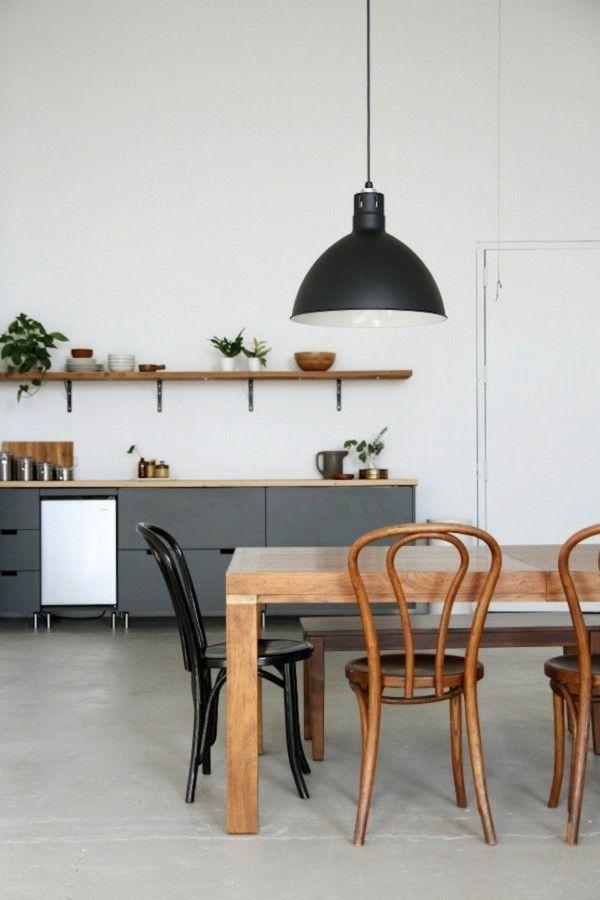 hangelampe-schwarze-mobel