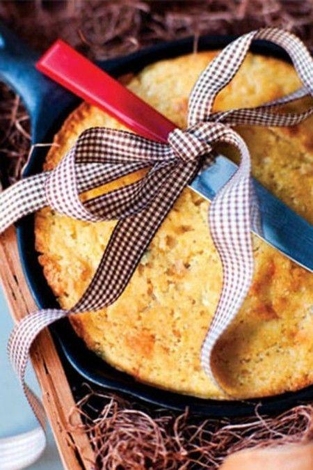 jalapeno-and-cheddar-skillet-cornbread-geschenkkorbe