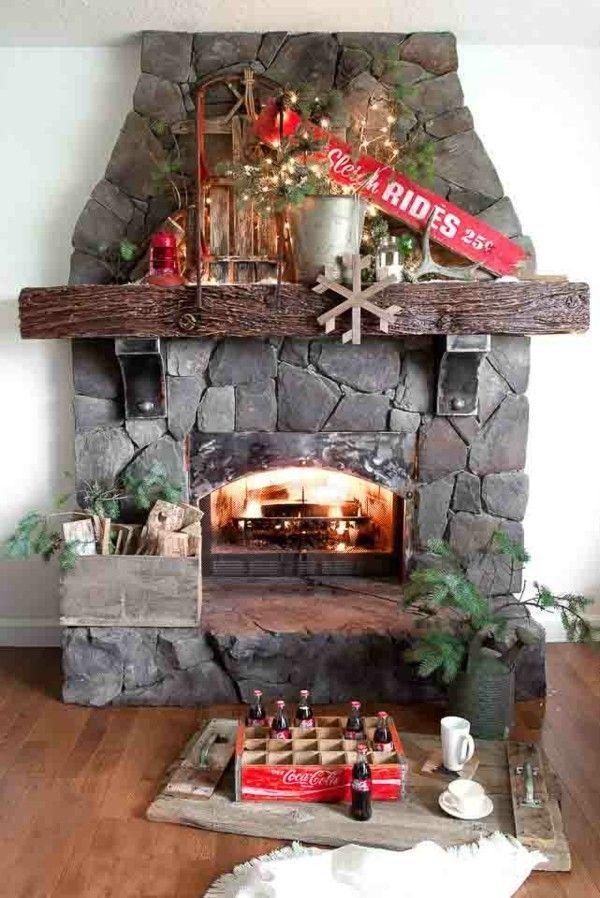 kamin-stein-dekoriert-zu-weihnachten