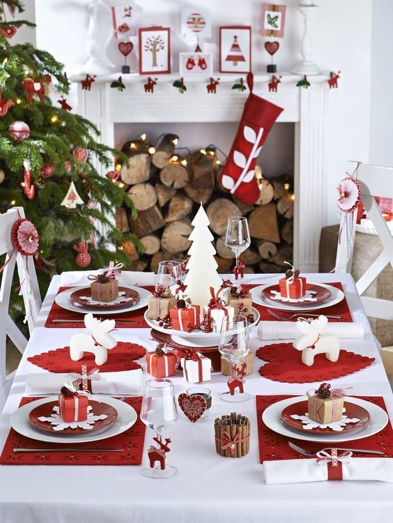 kerzen-kamin-dekoriert-weihnachtsbaum