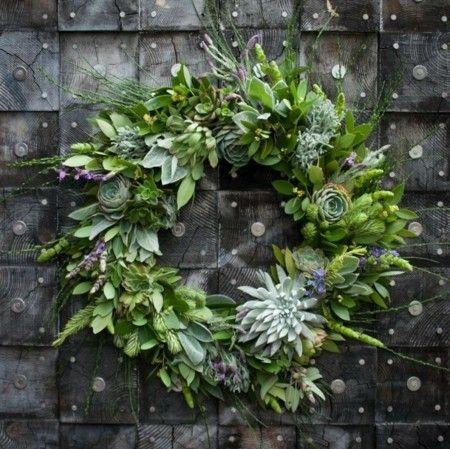 kranze-girlanden-grun-weihnachtsschmuck