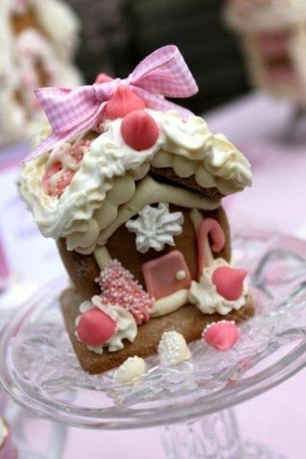 lebkuchen-in-rosa-geformt-als-kleines-hauschen
