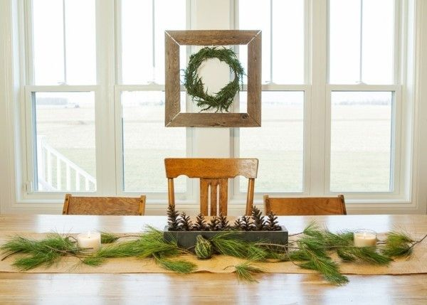 minimalistische-dekoration-am-weihnachtstisch