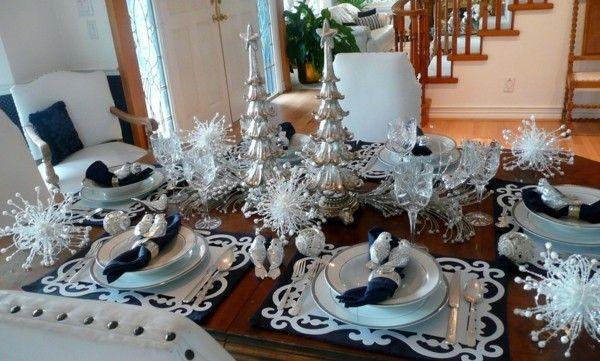 modern-weihnachtstisch-blau-silber