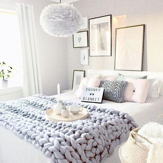 schlafzimmer-strickdecke