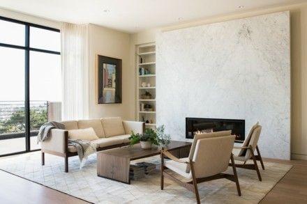 sofa-und-sessel-in-heller-farbe-heller-teppich-hellgraue-wande