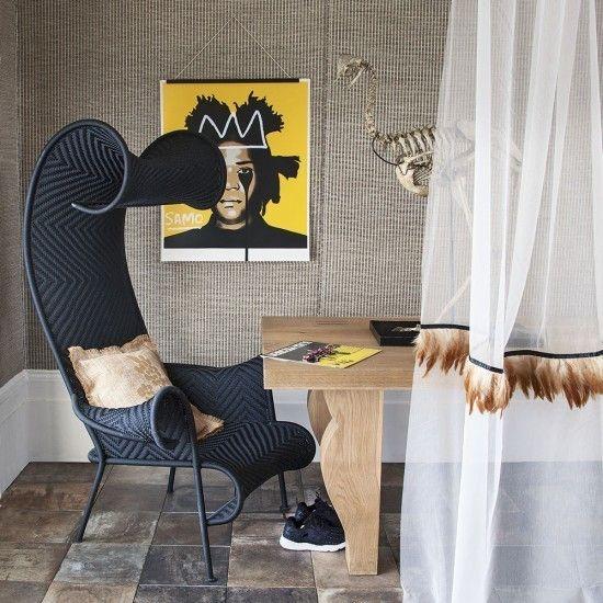 super-modernes-home-office-mit-designer-stuhl-und-tisch