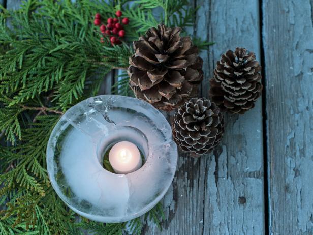 teelichter-im-eis-ein-kleiner-trick-fur-ihre-weihnachtsdekoration-zu-hause