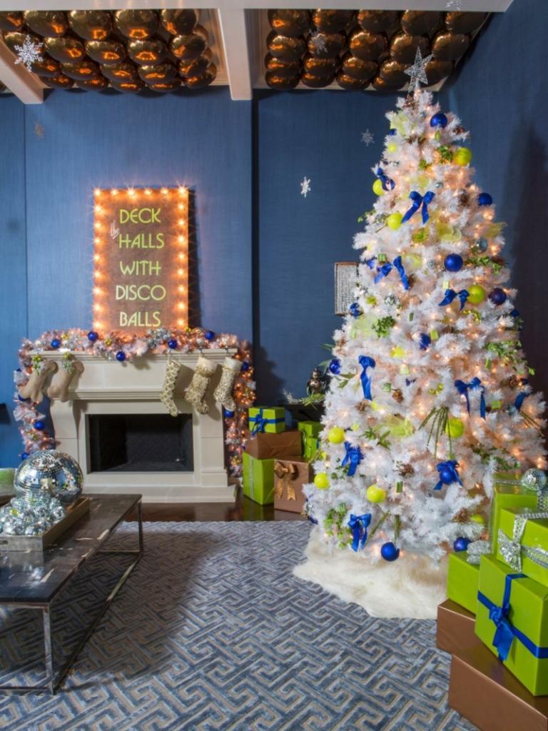 der weihnachtsbaum ein echter hingucker in der. Black Bedroom Furniture Sets. Home Design Ideas