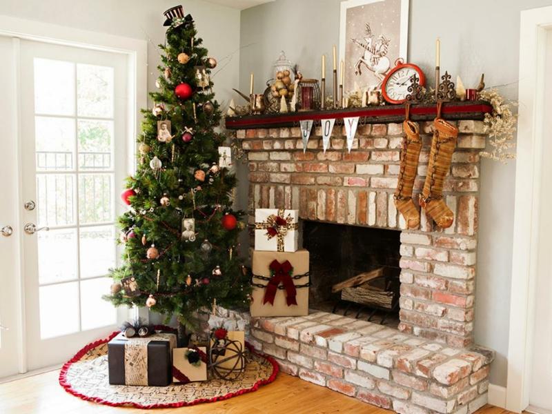 weihnachtsbaum-vor-dem-kamin