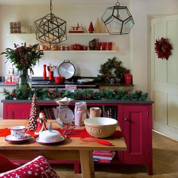 weihnachtsdeko-weihnachtsbaum-geschmuckt-kamin-stern-kerzenstander