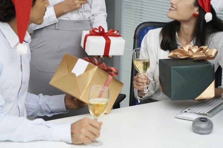 Mit Kollegen, Mitarbeitern und Geschäftspartnern zu feiern, ist immer eine gute Idee in der Vorweihnachtszeit!