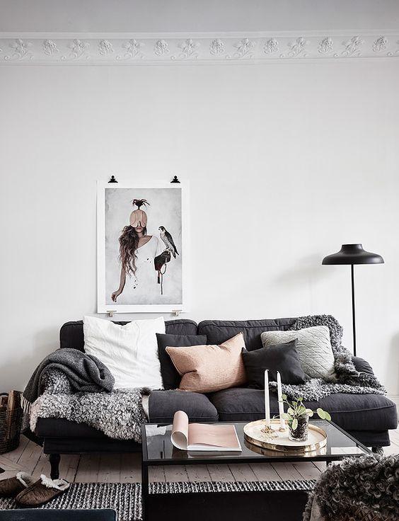 wohnzimmer-gemutlich-bequeme-couch-kissen