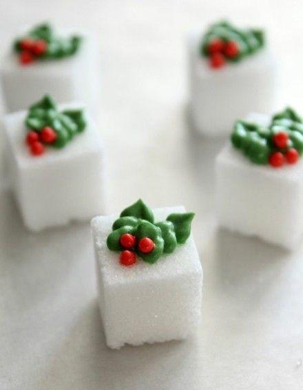 zuckerwurfeln-mit-weihnachts-verzierung