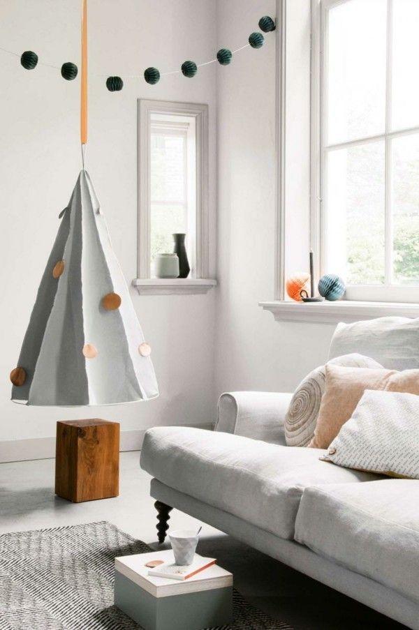 dekoration-wohnzimmer-christbaum-aus-pappe