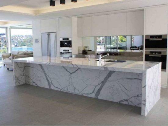 kucheninsel-aus-marmor