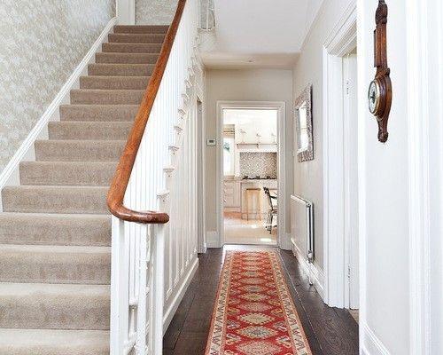 korridor-treppen-wanduhr