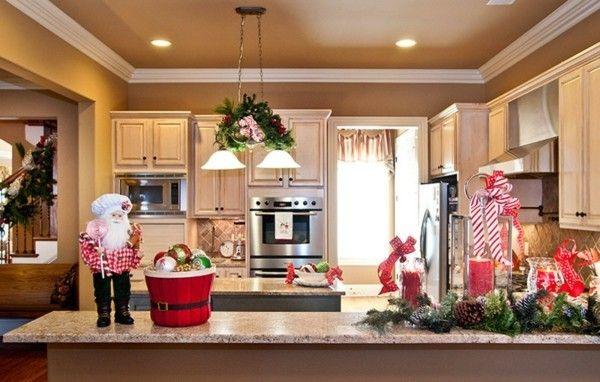 moderne-kuche-kucheninsel-stilvolle-weihnachtsdeko